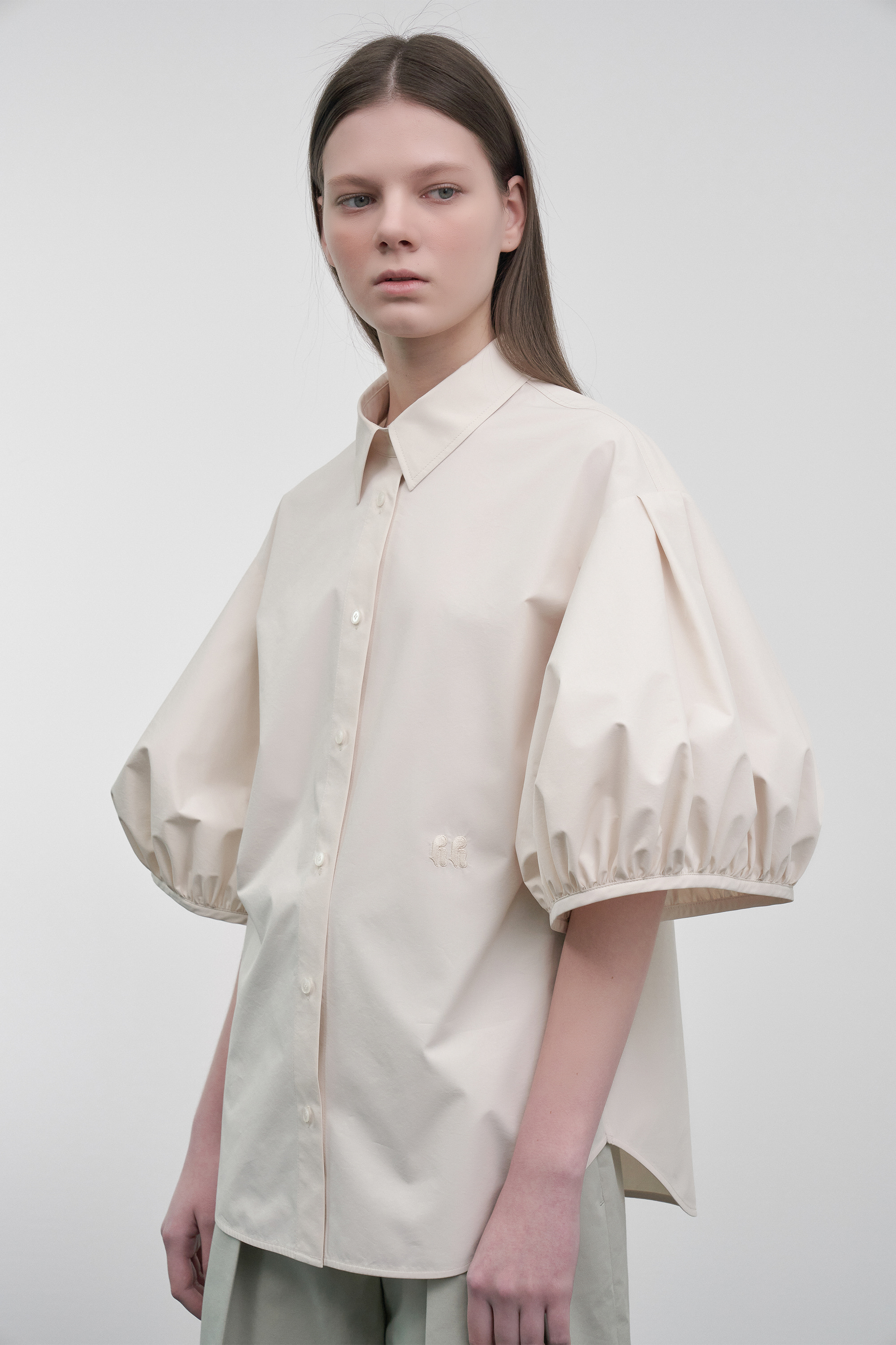 Volume Puff-Sleeved Blouse (cream)