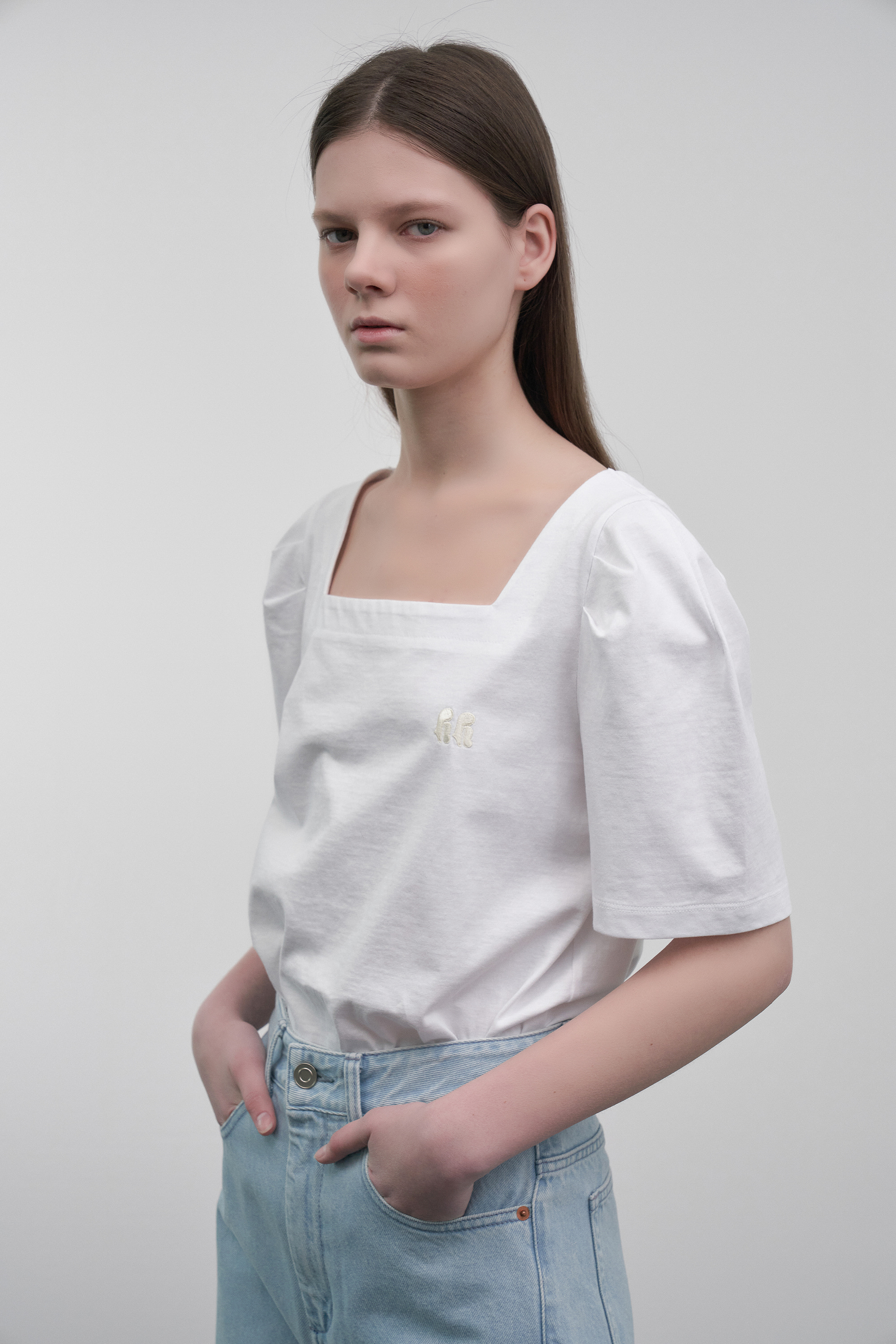 Square-Neck Puff-Sleeved T-Shirt (white)
